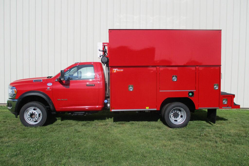 Service Trucks International enclosed service body 2252