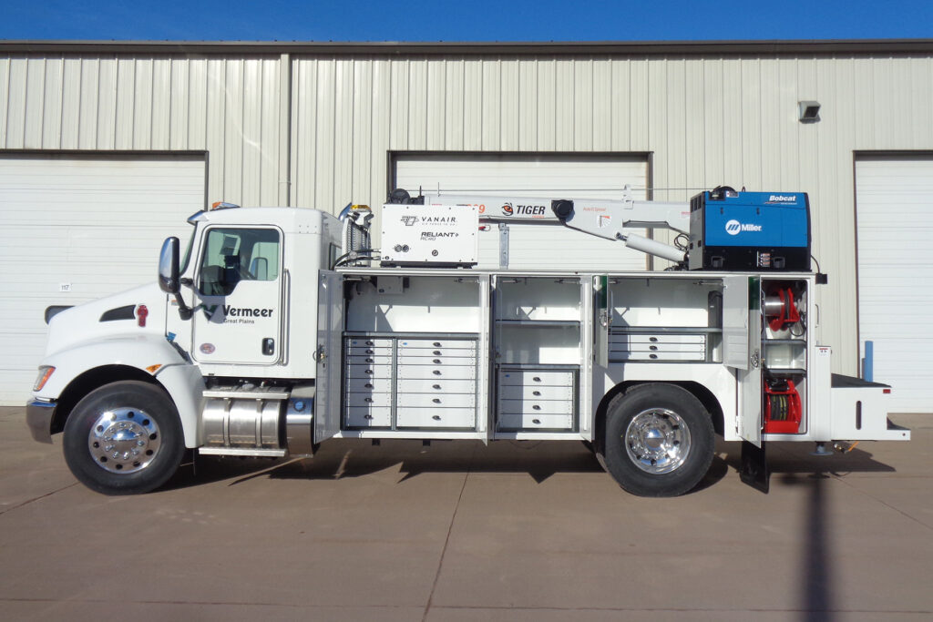 Service Trucks International crane body 2460